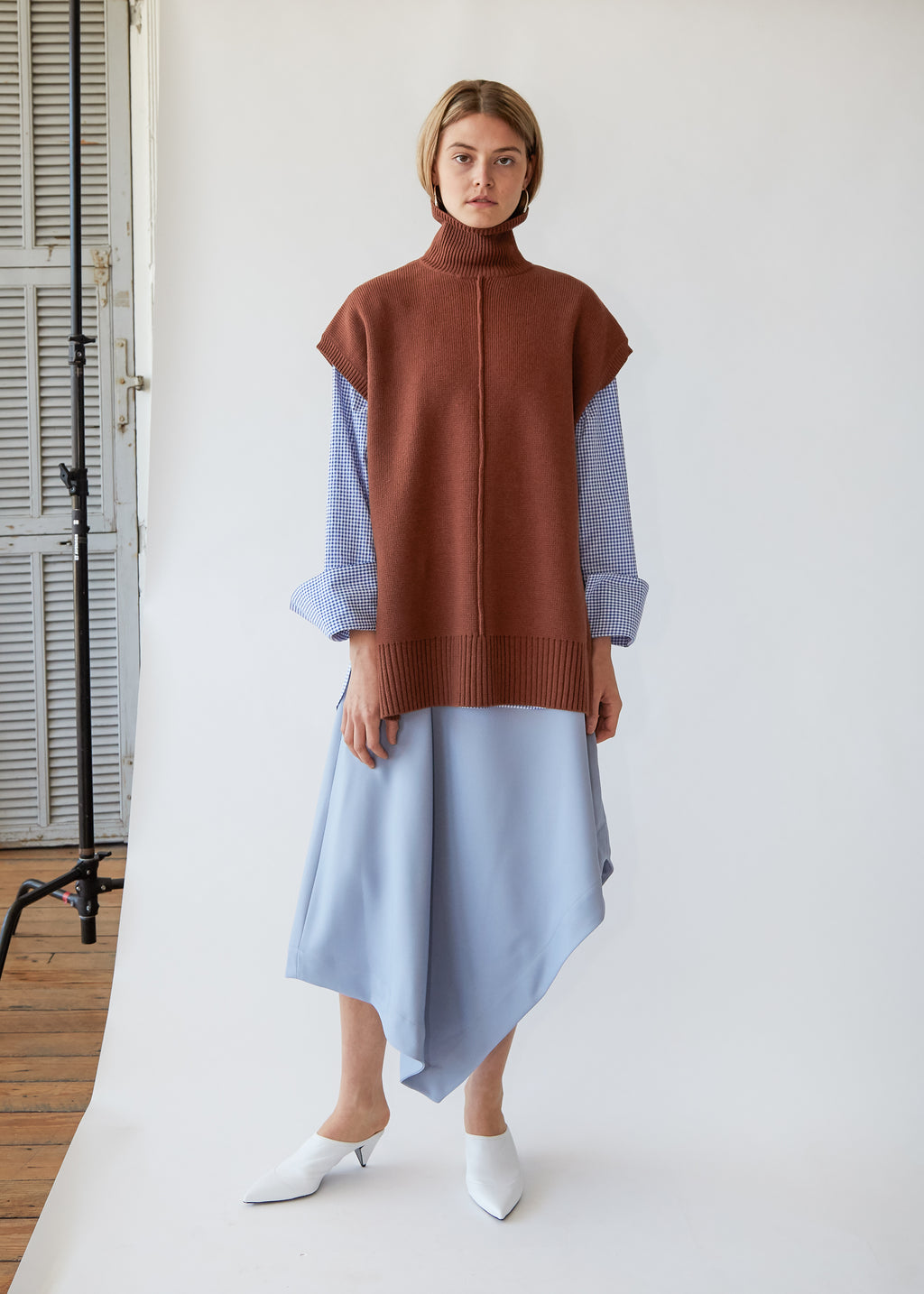 Sleeveless Seam Turtleneck in Nutmeg