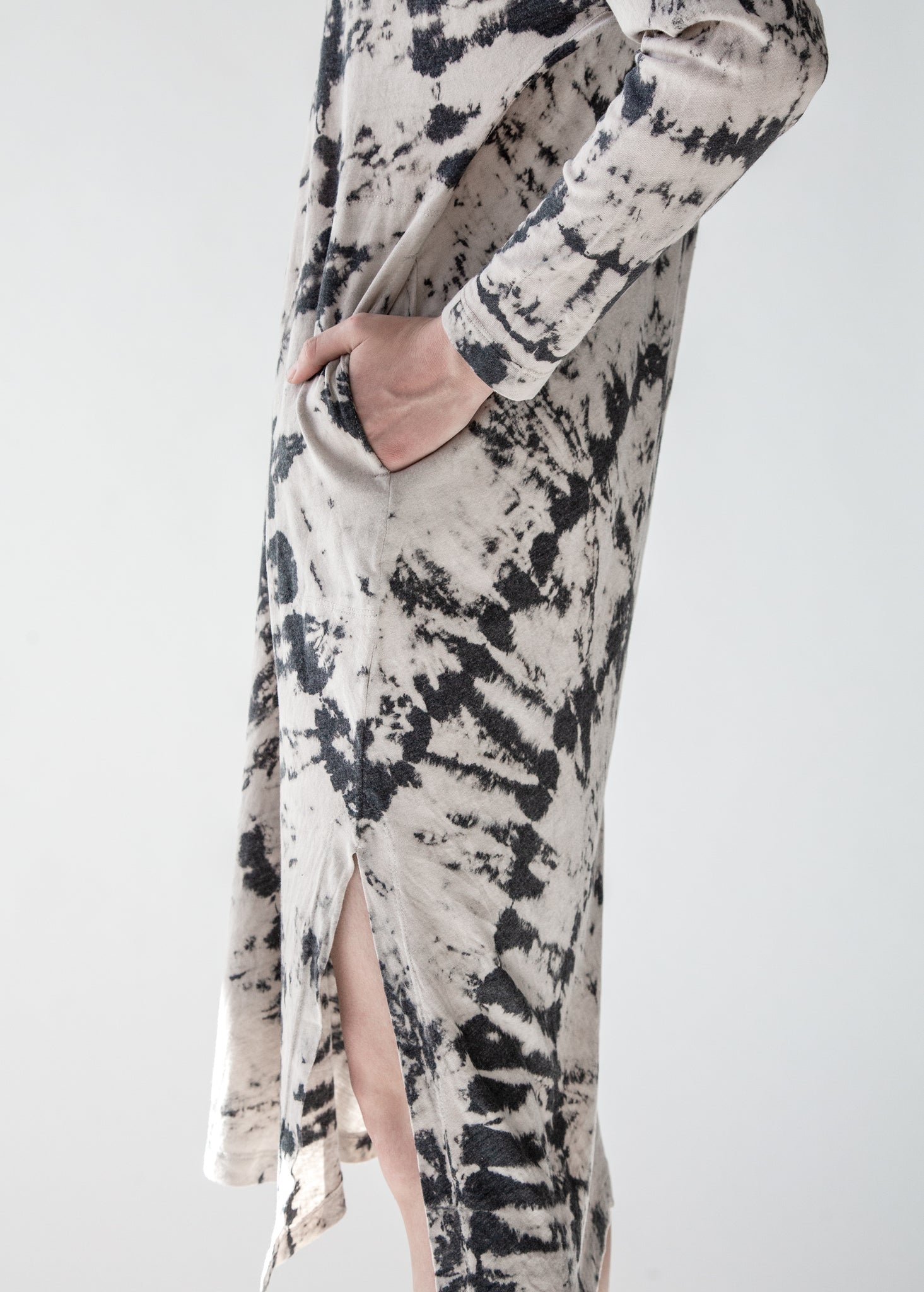 Long Sleeve V Neck Caftan in Charcoal