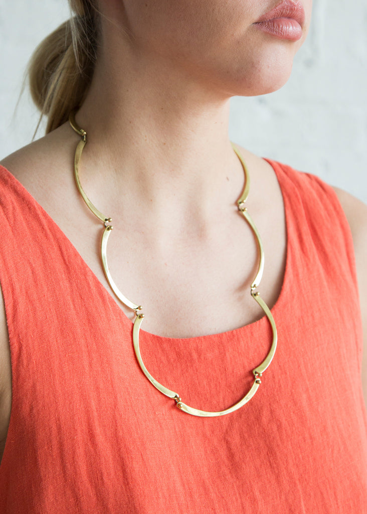 A Detacher Scallop Necklace Brass