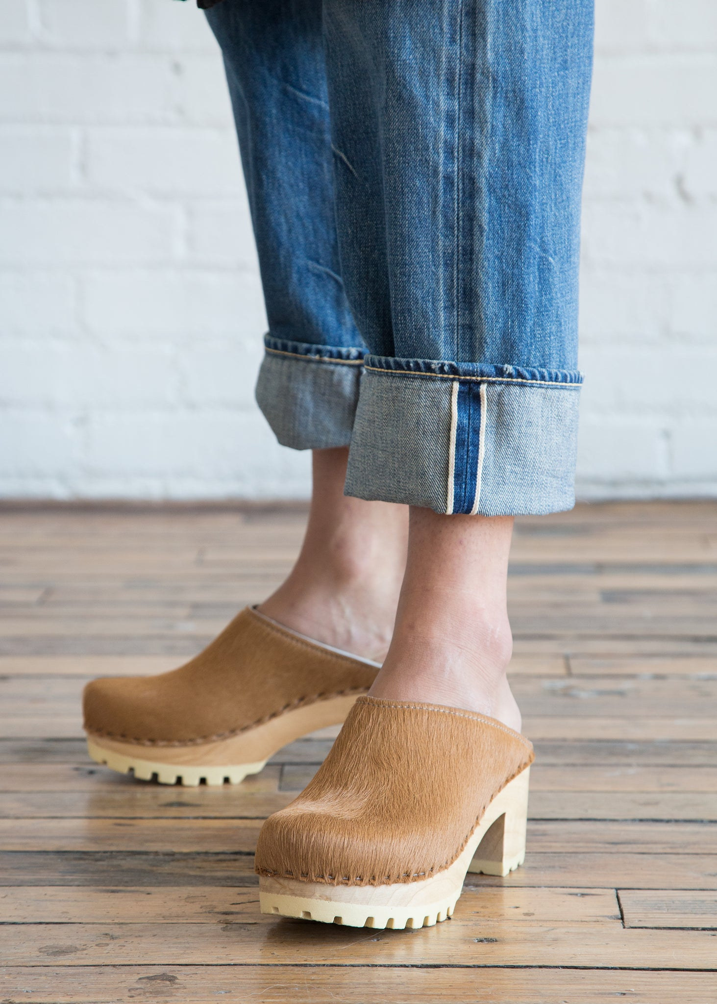 No.6 New School Clog Mid Caramel Pony
