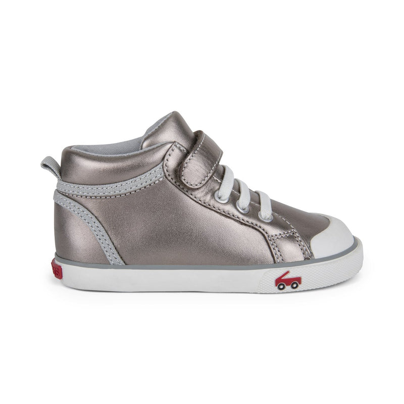 See Kai Run Sneaker Peyton | Pewter Leather
