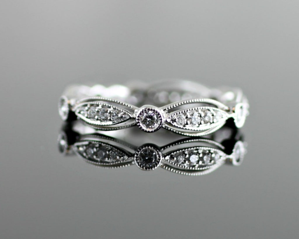 Diamond Lace Scalloped Band with Milgrain