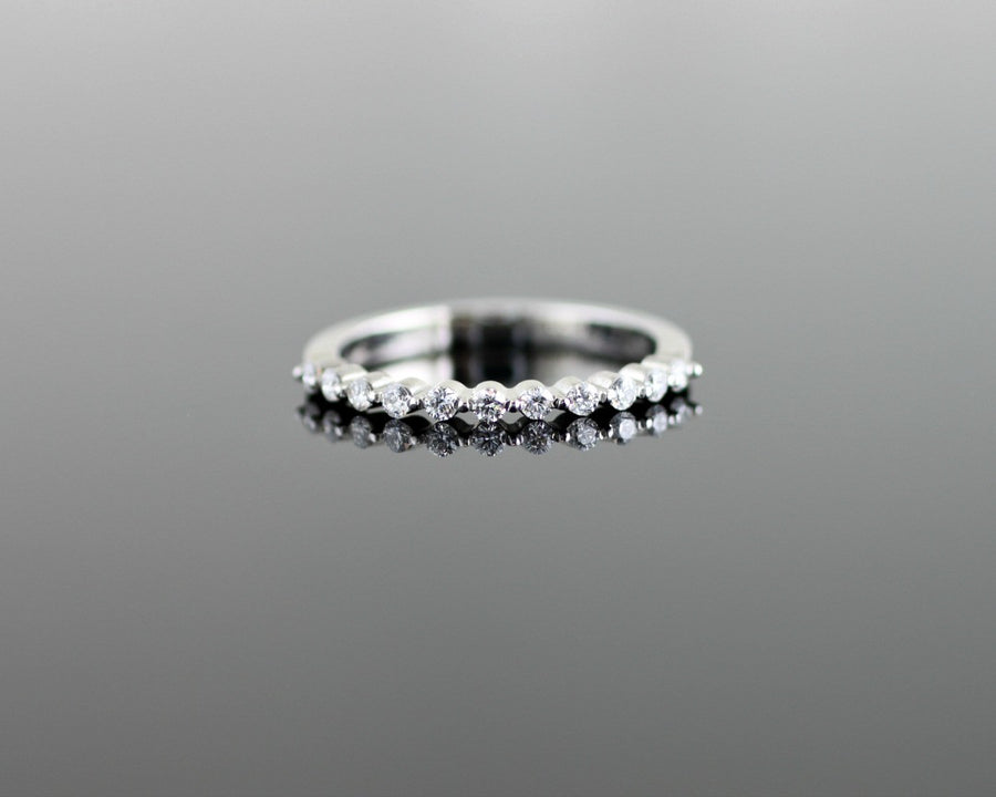 Scallop Shared Prong Diamond Wedding Band