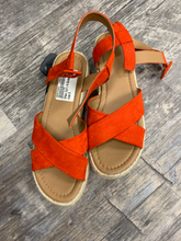Load image into Gallery viewer, Urban Outfitters ( U ) Sandals Womens 8
