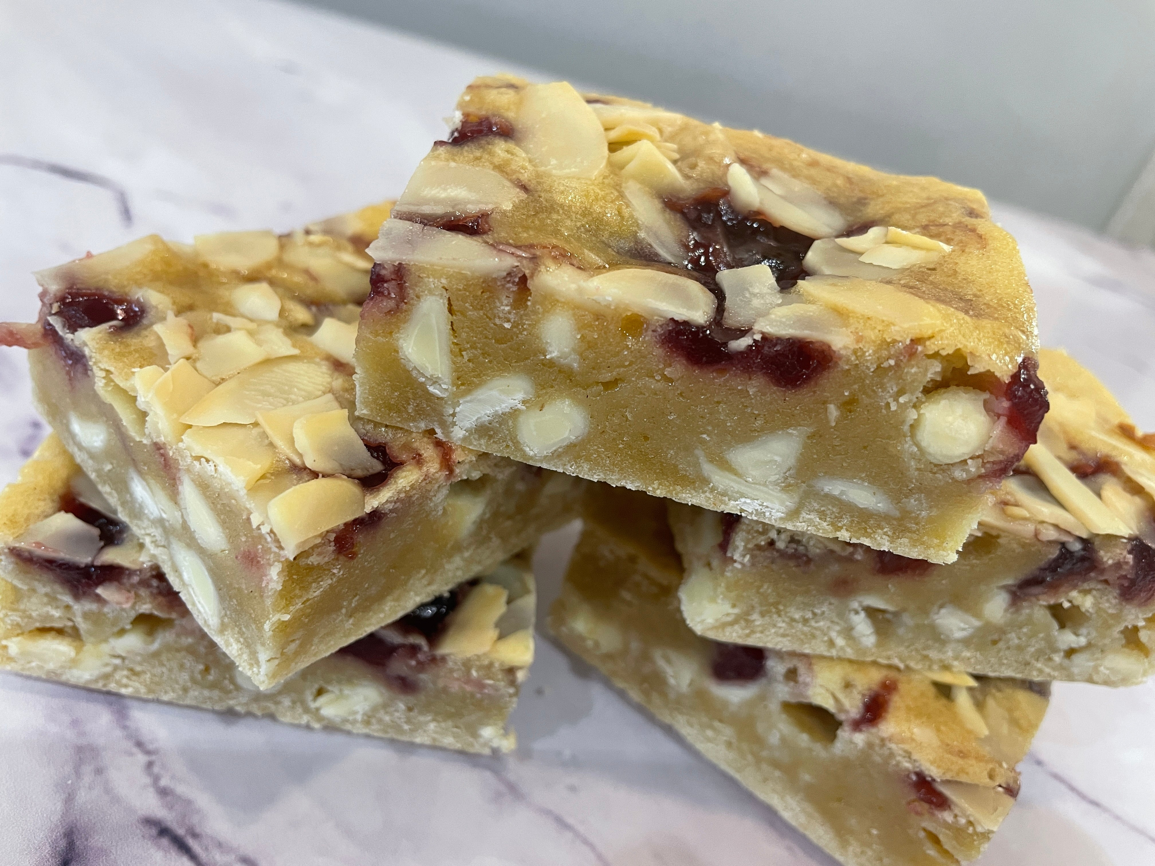 Bakewell Blondie Party Tray
