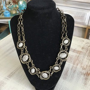 12646 Ant Br Medallion Necklace