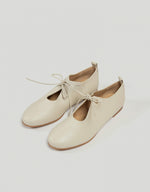 Load image into Gallery viewer, Monica Cordera leather Lace Shoes in cream. Available at FAWN Toronto.