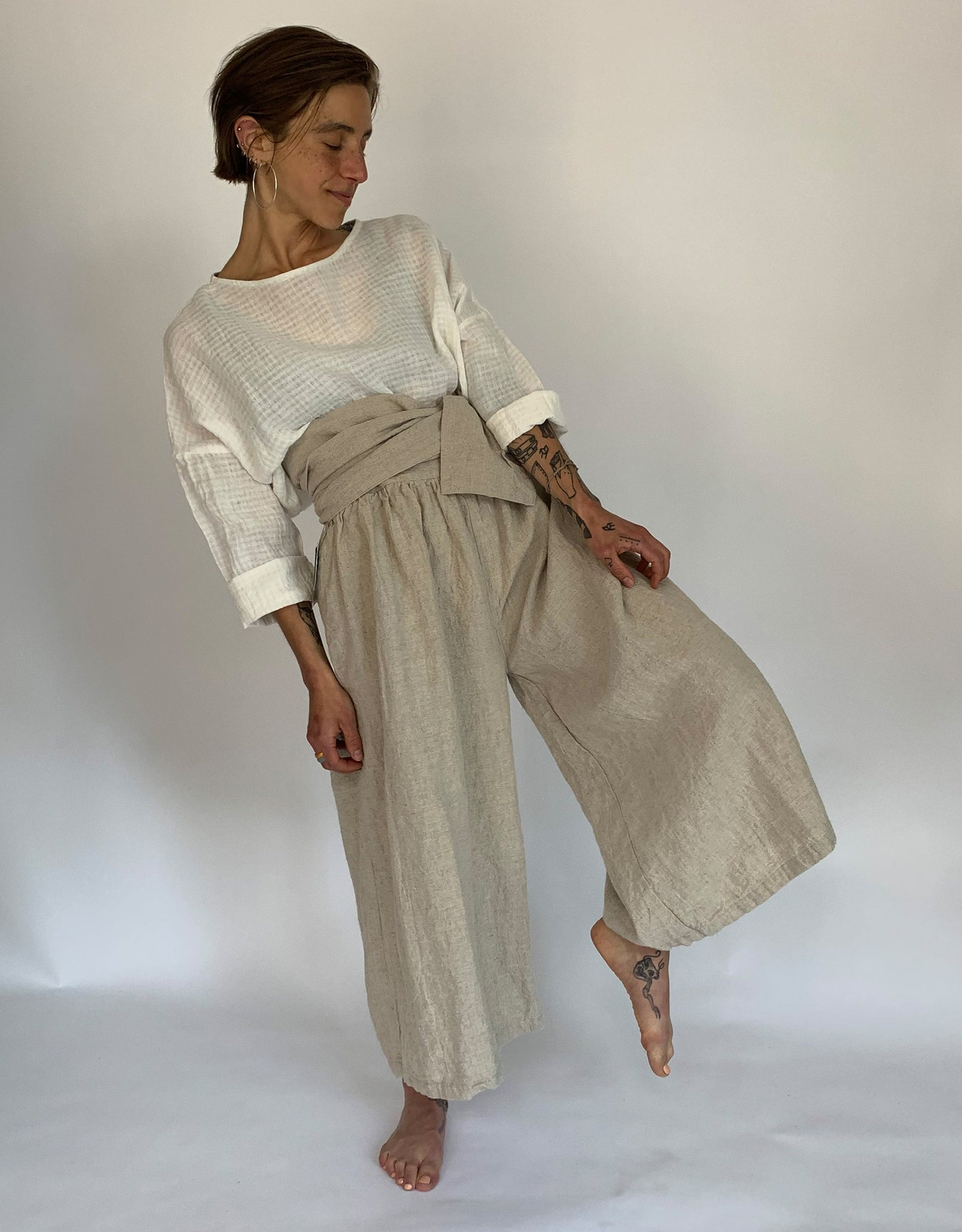 Model wears Ichi Antiquities Linen Tie Pant in Natural Linen. Available at FAWN Toronto.