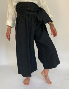 Model wears Ichi Antiquities Linen Tie Pant in Black. Available at FAWN Toronto.