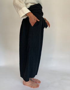 Model wears Ichi Antiquities Linen Tie Pant in Black, side. Available at FAWN Toronto.