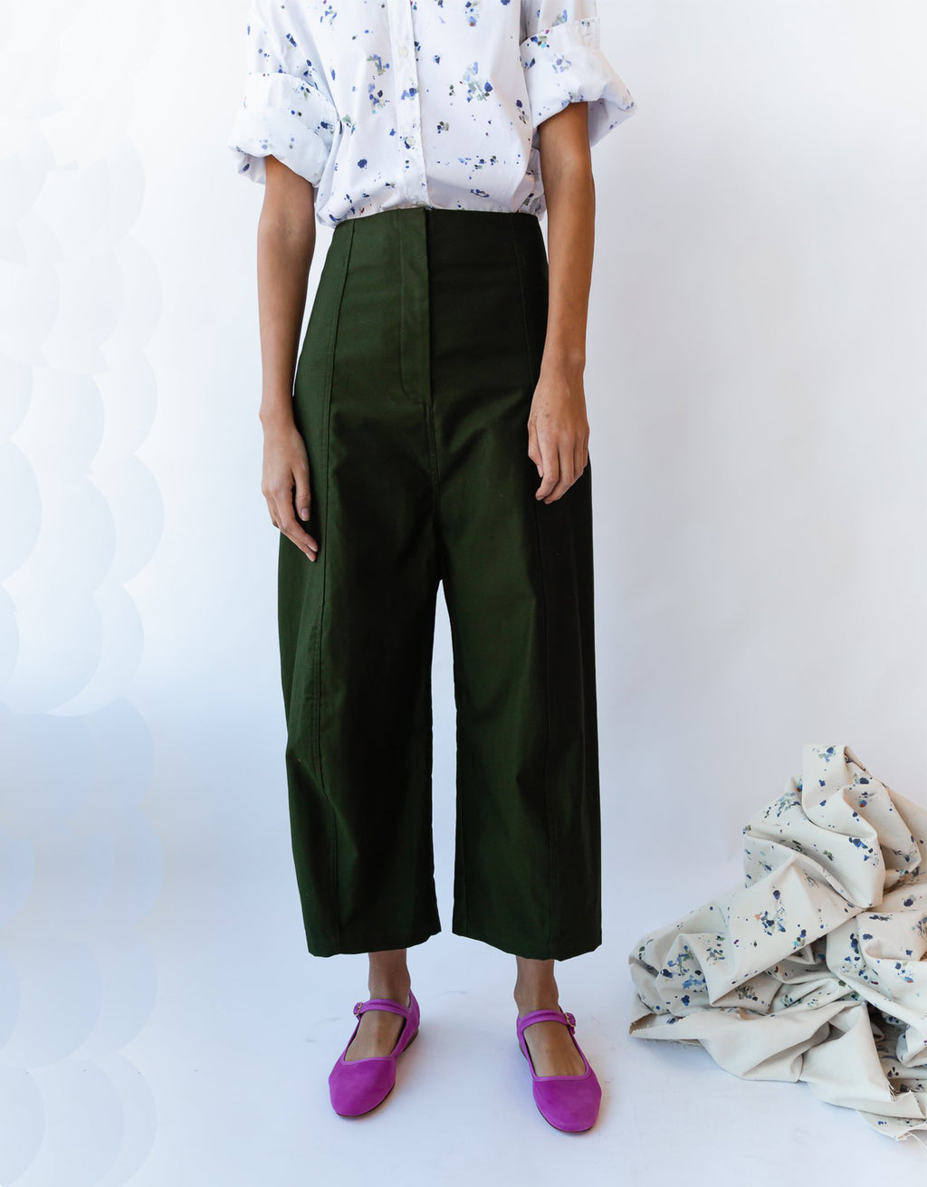 Model wears Caron Callahan Morris Pant in Olive. Available at FAWN Toronto.
