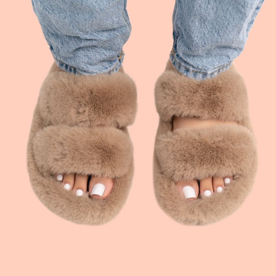 Furry slippers (beige)