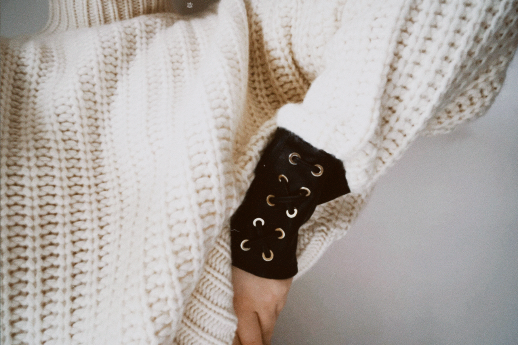 white cashmere turtle neck jumper chunky knit leather cuffs