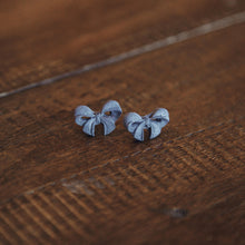 Load image into Gallery viewer, Iman's Jewelry: Gray Bow Studs