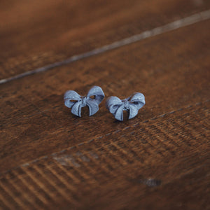 Iman's Jewelry: Gray Bow Studs