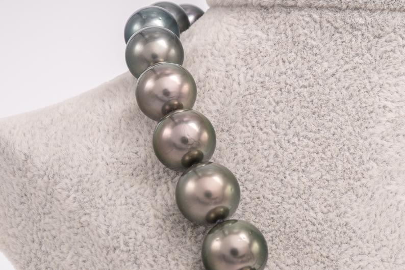 "35pcs ""Classic"" Green & Blue Necklace 11-13mm Round AAA/AA Rare Tahitian Pearls"