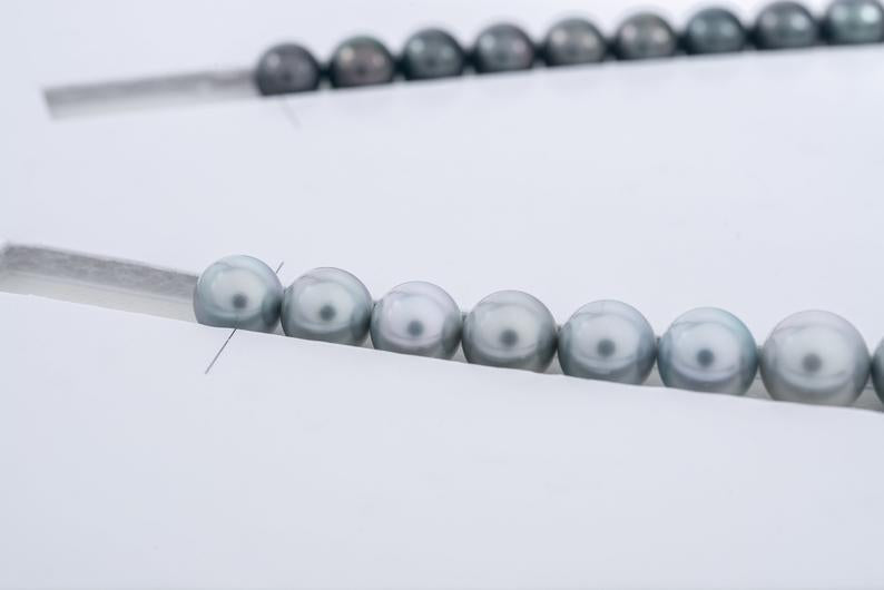 "43pcs ""Poker Face"" Silver & Dark Tahitian Black Pearl Necklace/Round AAA quality"