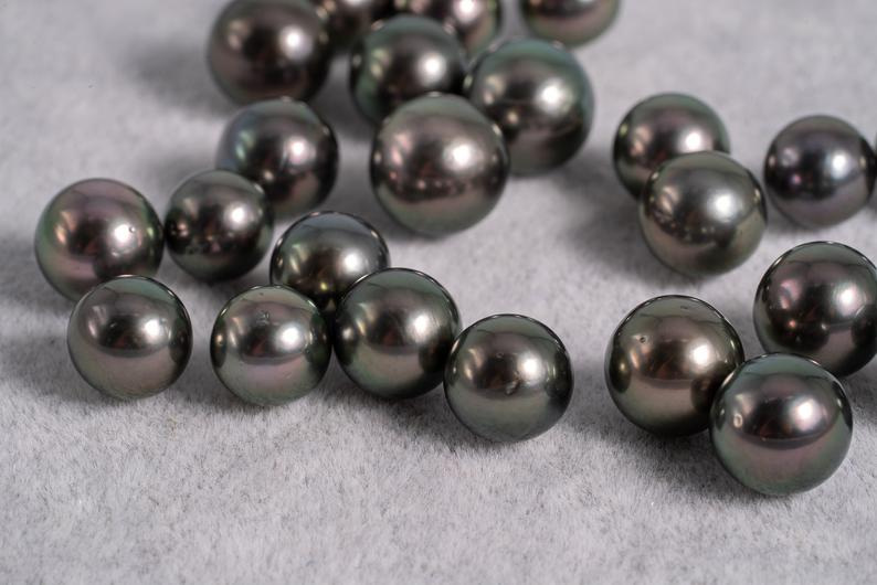 Special Price 23pcs Green Cherry Color - Round 8-10mm AA quality Tahitian Pearl
