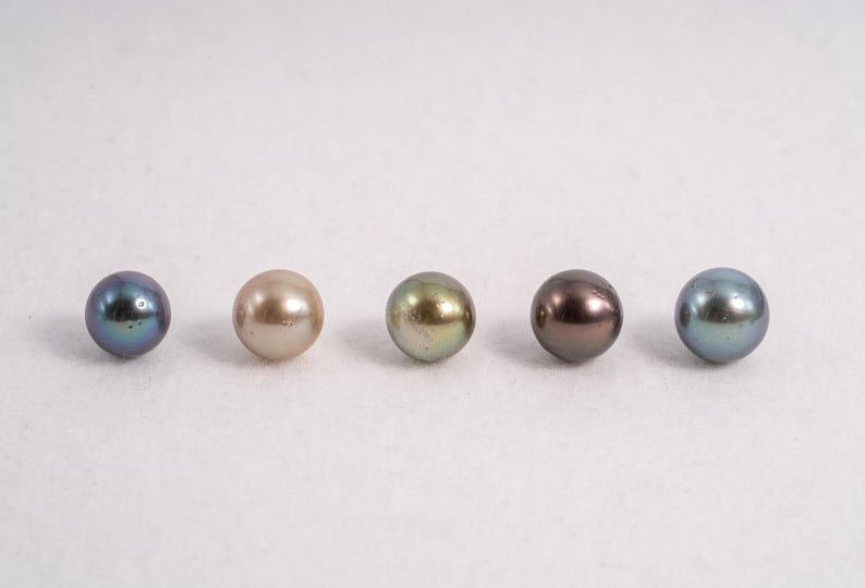 52pcs 8-10mm R/SR in Multi Color - A quality Tahitian Pearl
