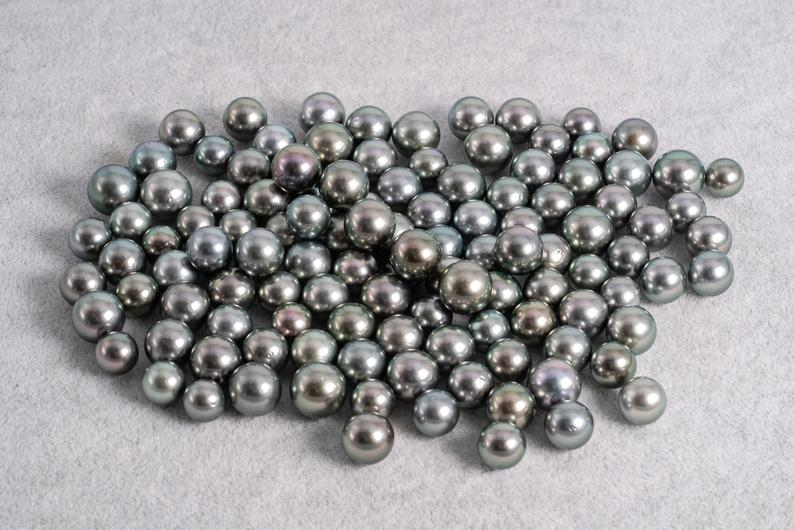 Light Green 8-10mm - Round AA quality Tahitian Pearl