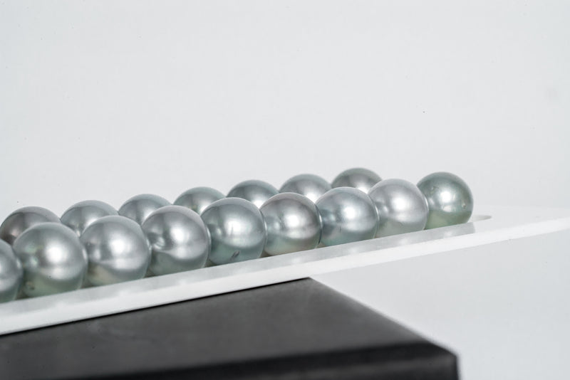 "37pcs ""Tonic"" Silver Blue & Green Necklace - Near-Round 8-10mm AAA/AA quality Tahitian Pearl"
