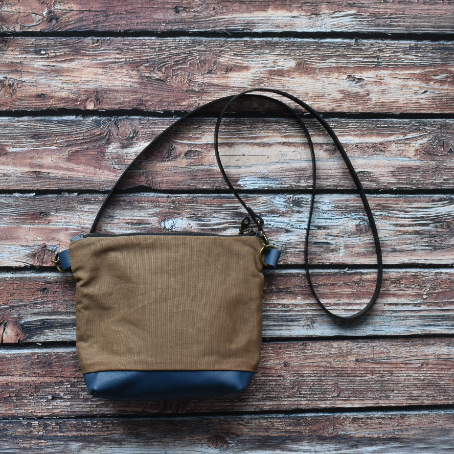 MUNC Waxed Canvas & Leather Purse