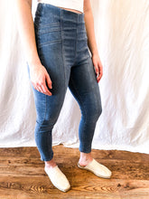 Load image into Gallery viewer, Free People Feel Alright Pull-on Skinny Denim