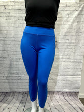 Load image into Gallery viewer, Blue knit capri L