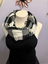 Load image into Gallery viewer, Black & White Infinity Scarf