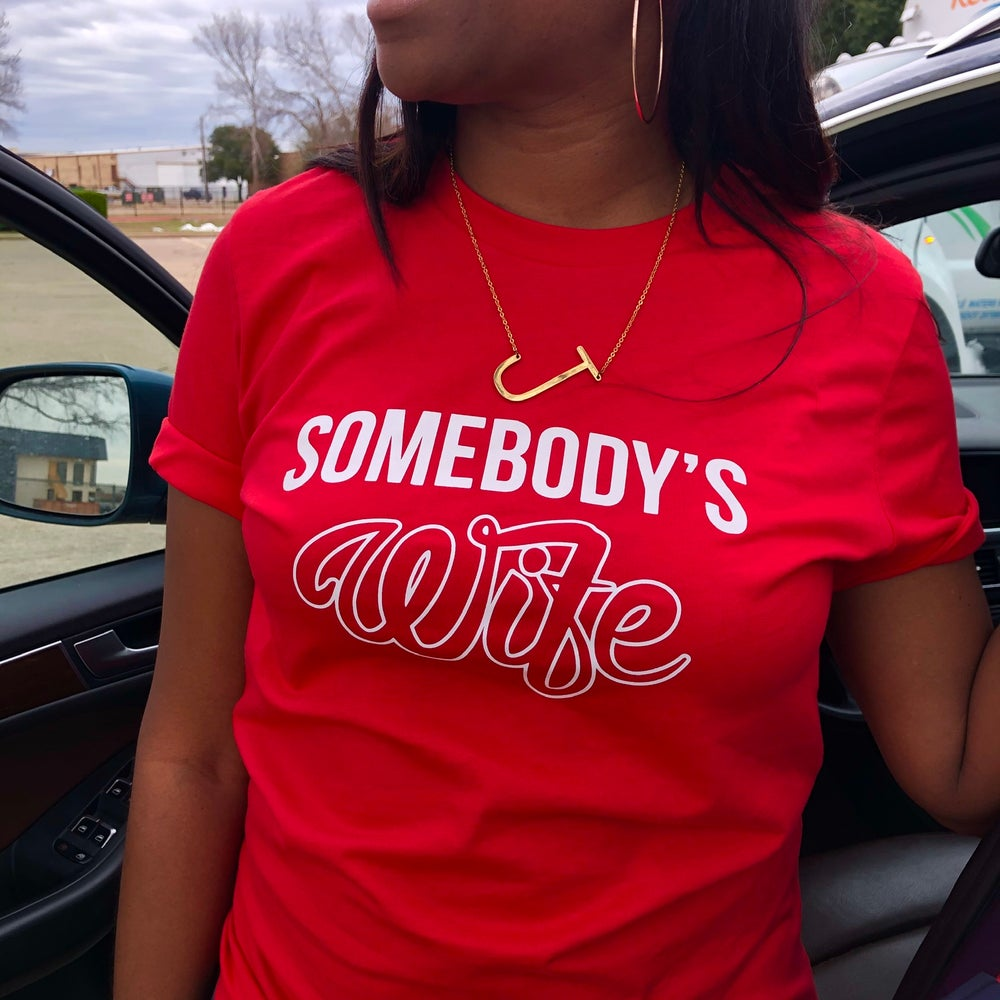 RED 'SOMEBODY'S WIFE' TEE