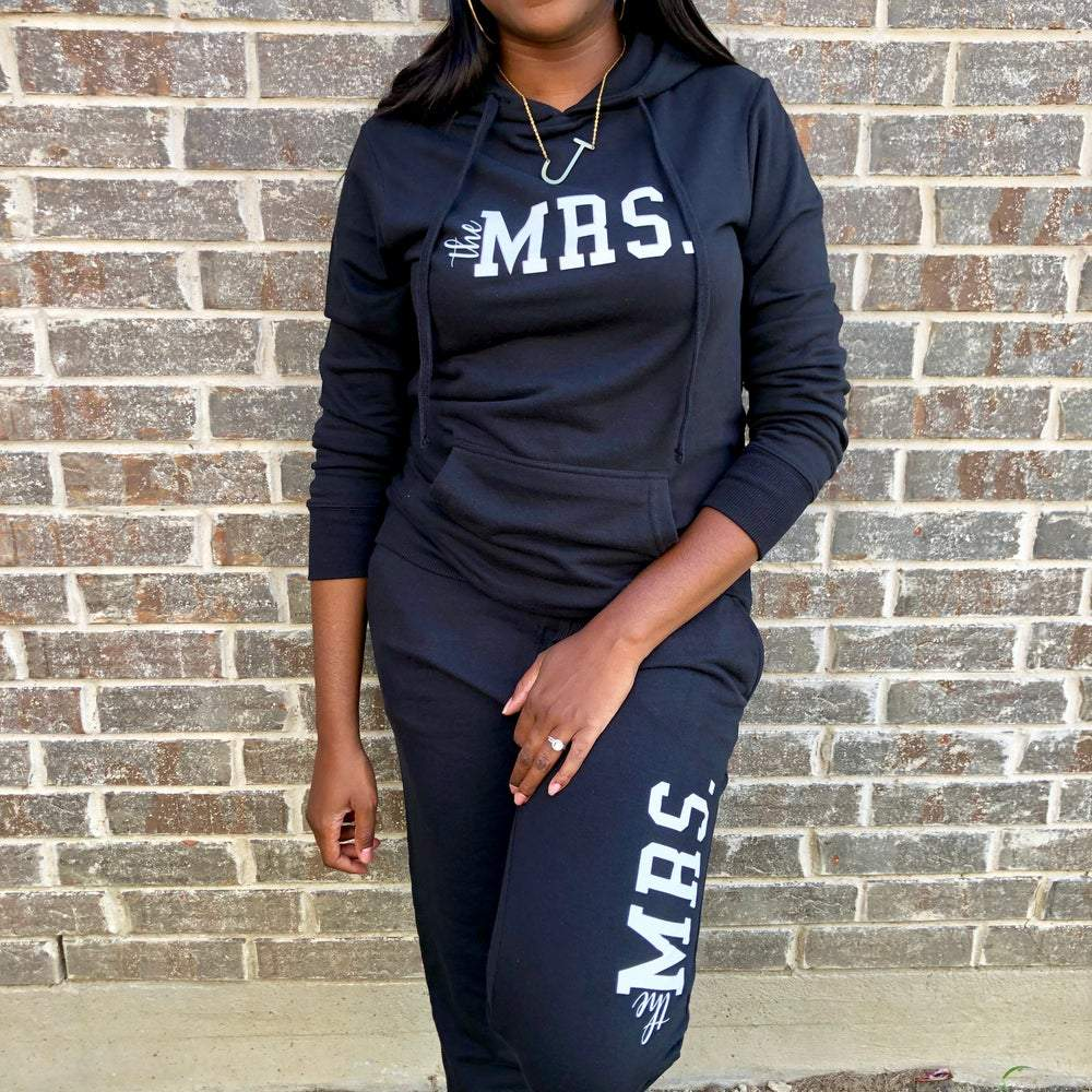 THE MRS. NOIR PULLOVER/JOGGERS SET