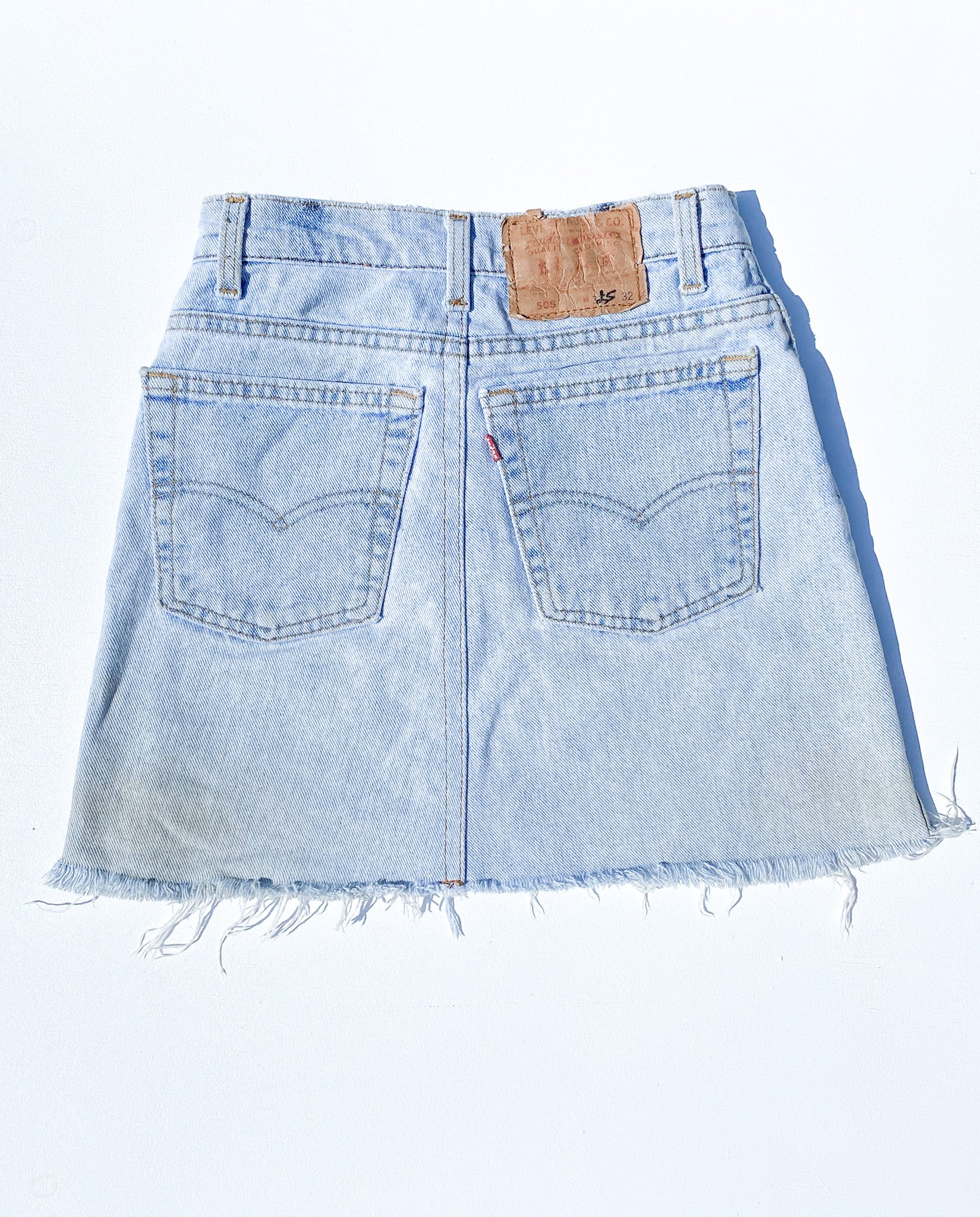 VINTAGE LEVI'S HIGH WAISTED DENIM SKIRT (24)
