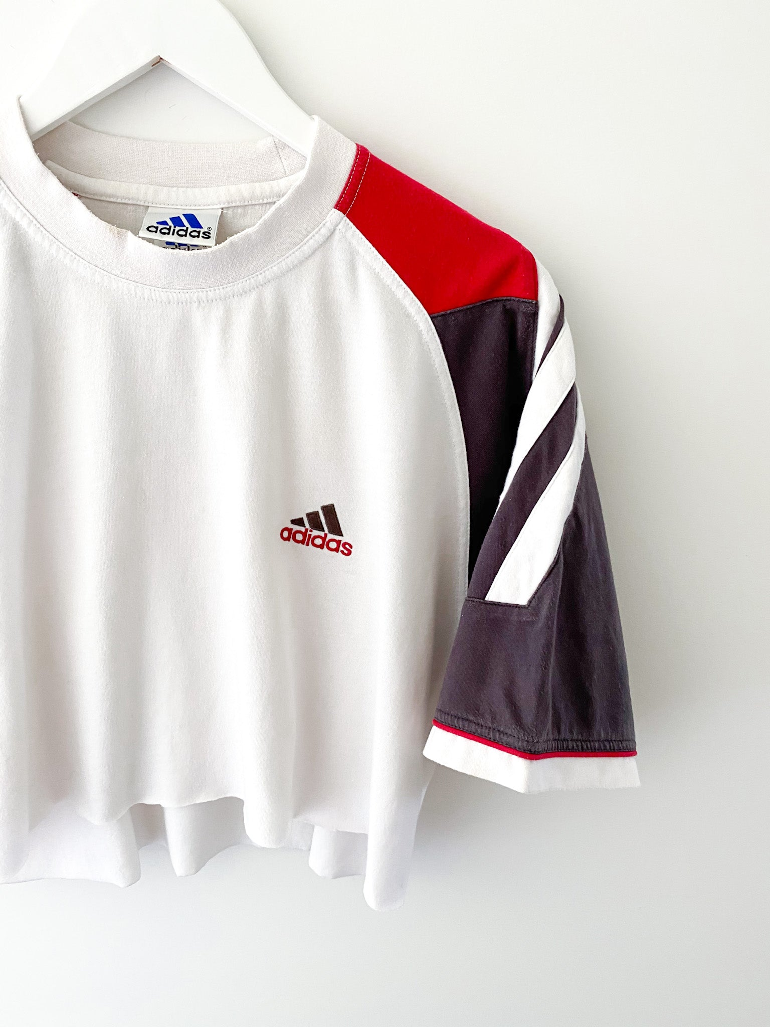 WHITE ADIDAS CROPPED TEE (L)
