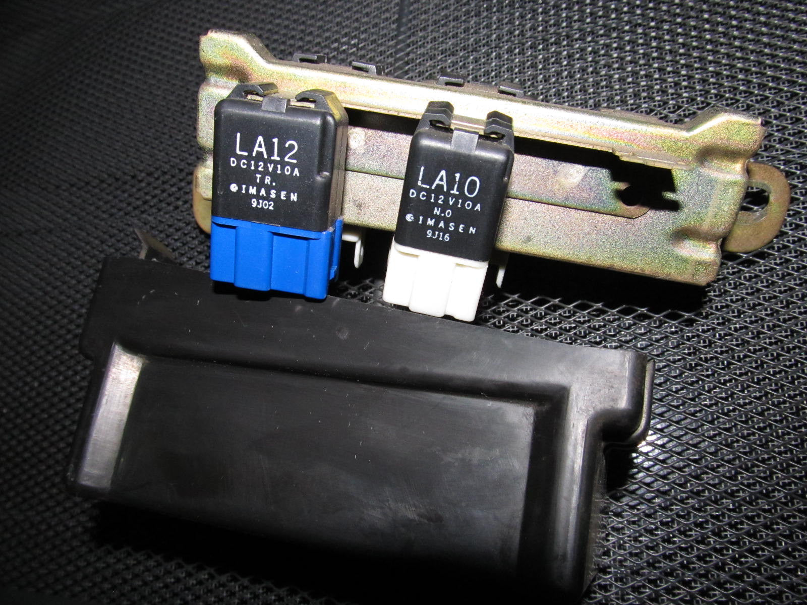 ... 90 91 92 93 Mazda Miata OEM Engine Fuse Box ...