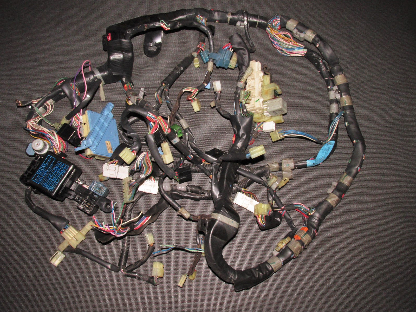IMG_3818_c2b1ca70 7f95 4eb6 9a8b db4abf8d7a7b?v=1445736011 87 88 89 toyota mr2 oem dash wiring harness 4age m t mr2 v6 wiring harness at bayanpartner.co