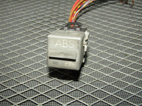 92 93 94 95 BMW 325 OEM ABS Relay 10.0822-00201