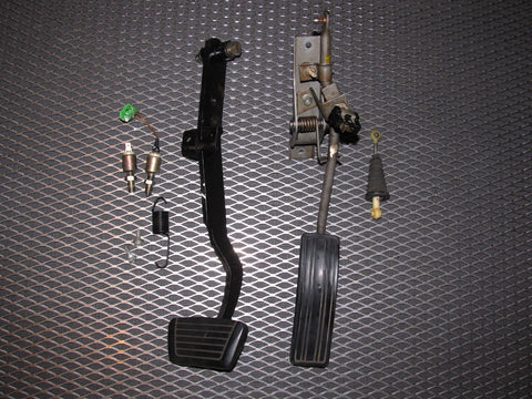 81 82 83 Datsun 280zx OEM A/T Brake & Gas Pedal Assembly