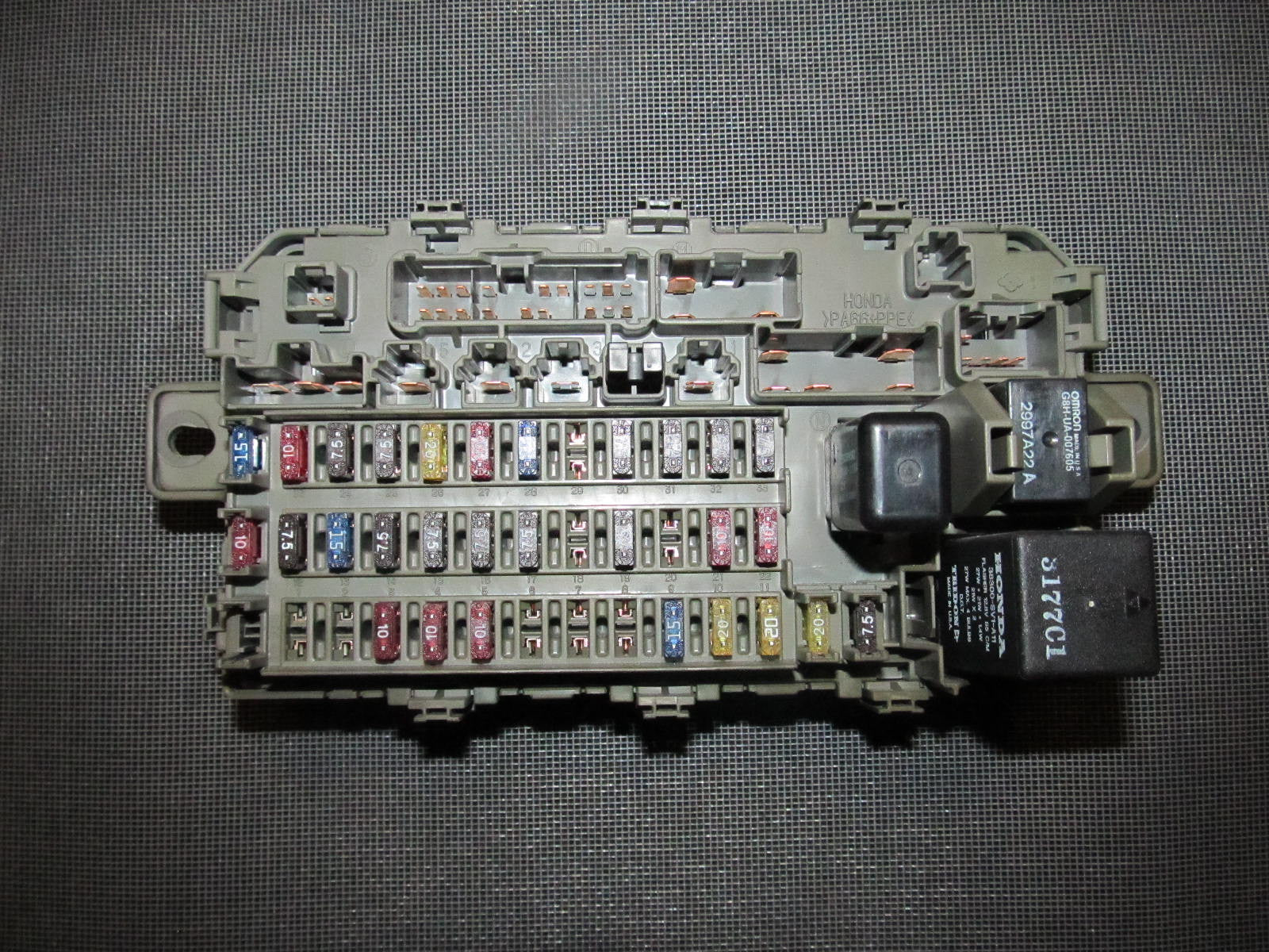 IMG_9687_e40c3657 cee5 4226 9211 04a229811583?v=1405129915 96 97 98 99 00 honda civic oem interior fuse box with relay 99 civic fuse diagram at fashall.co