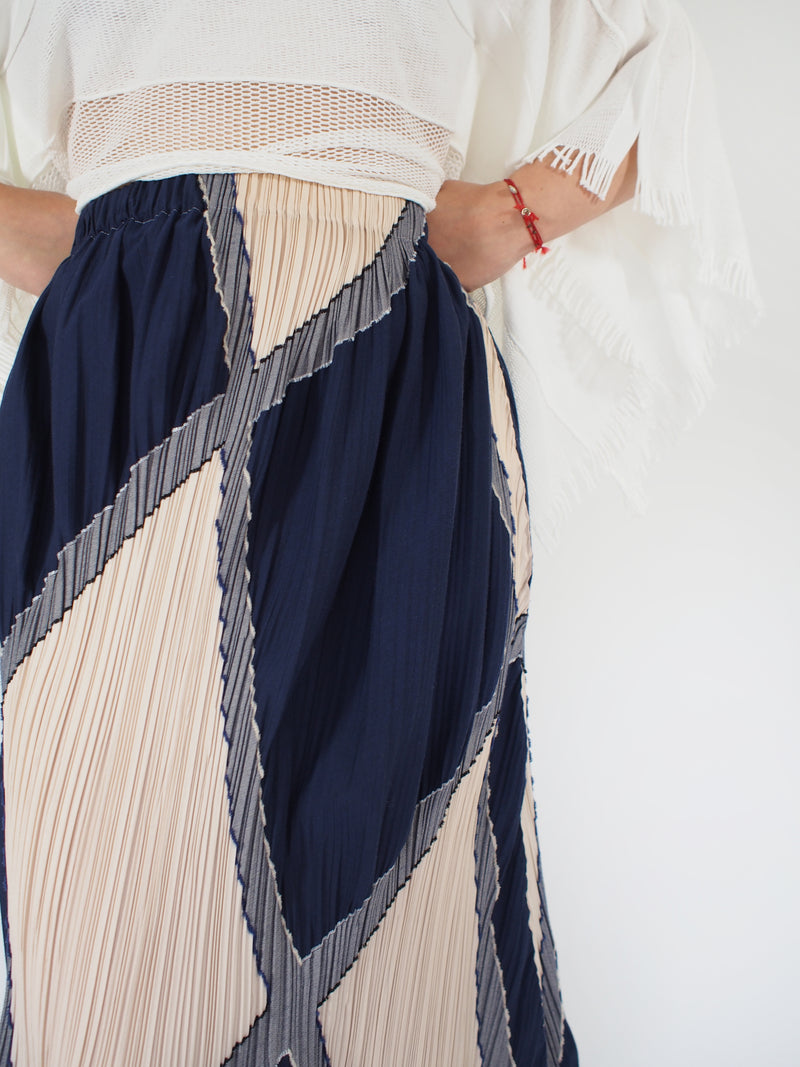 Diamond Patterned Pleated Skirt - Multi