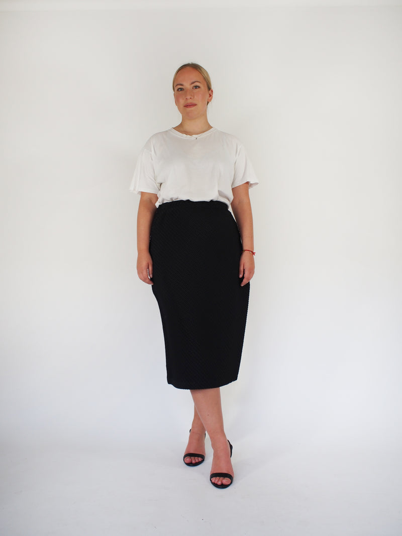 Diagonal Pleated Long Skirt - Black