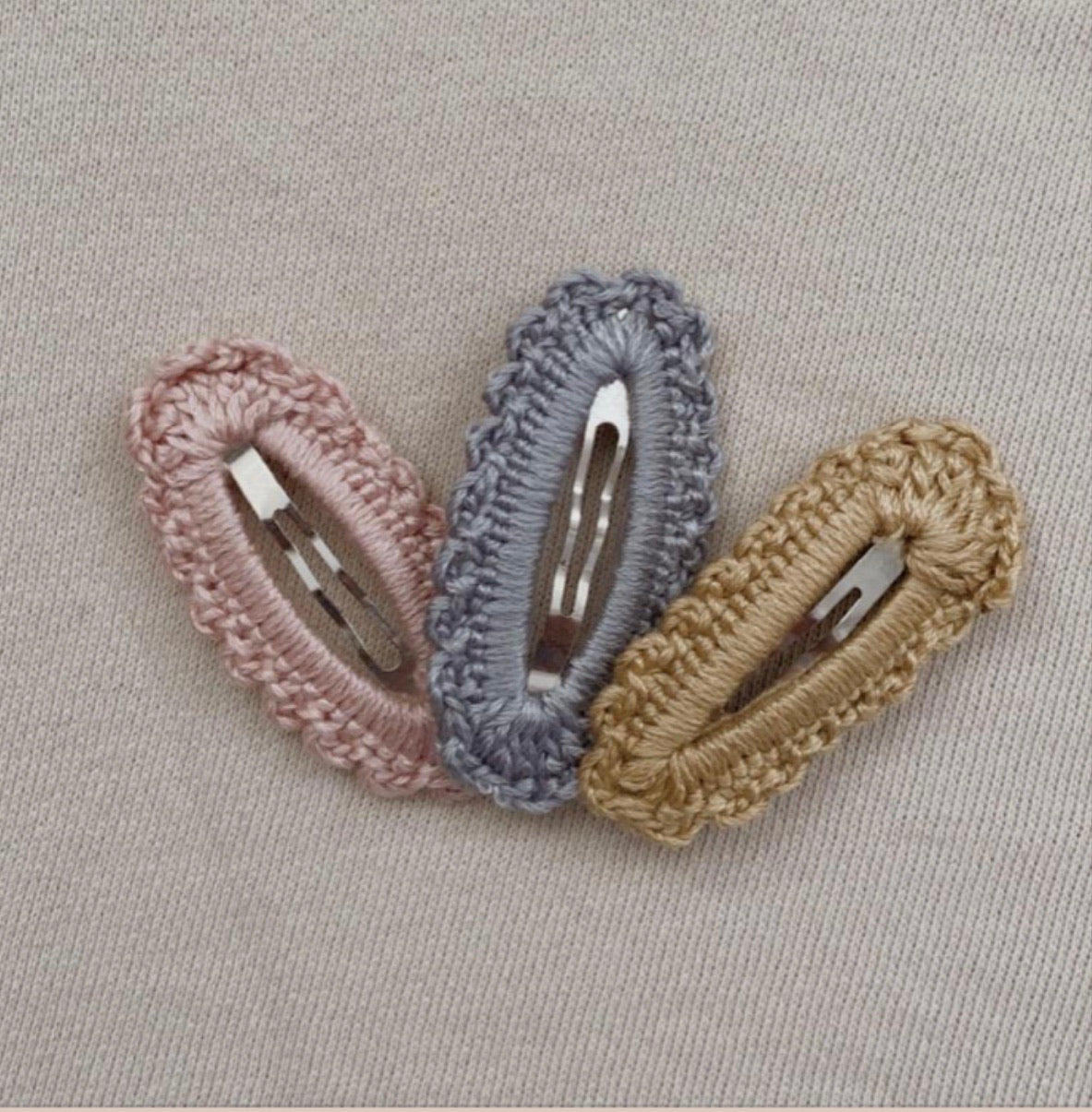 Knitted clip trio