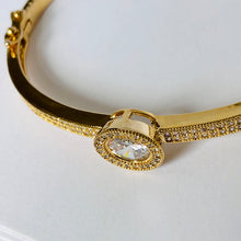 Load image into Gallery viewer, NEW! Du'a Solitaire Bangle - 18K Yellow Gold