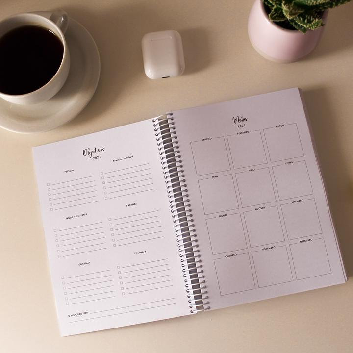 LIFE PLANNER 2021 * GOLD DOTS * 12 MONTH AGENDA