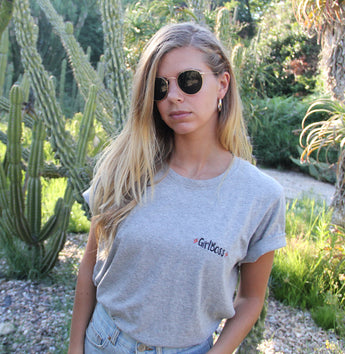 * GIRLBOSS * EMBROIDERED TEE L&G | T-shirt bordada