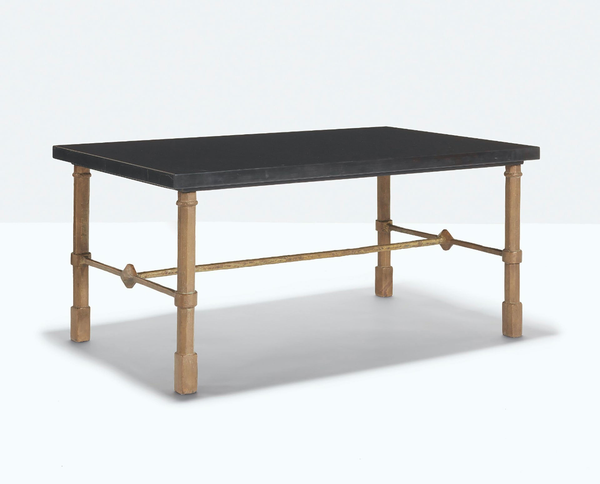 Table basse rectangulaire aux pattes octogonales/ Diego Giacometti, 1957/ Patinated bronze, painted wrought iron and Belgium black marble/ Courtesy of Bailly Gallery