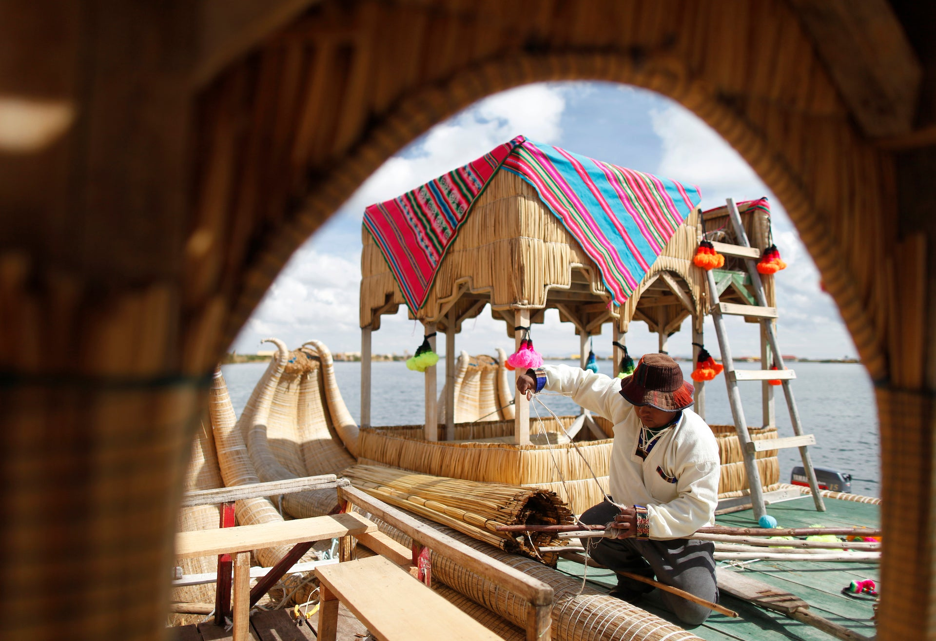 Las Islas Flotantes is a floating island system on Lake Titicaca in Peru inhabited by the Uros, who build their entire civilization from the locally grown totora reed. Photo © Enrique Castro-Mendivil; from the book Lo-TEK, courtesy of Julia Watson