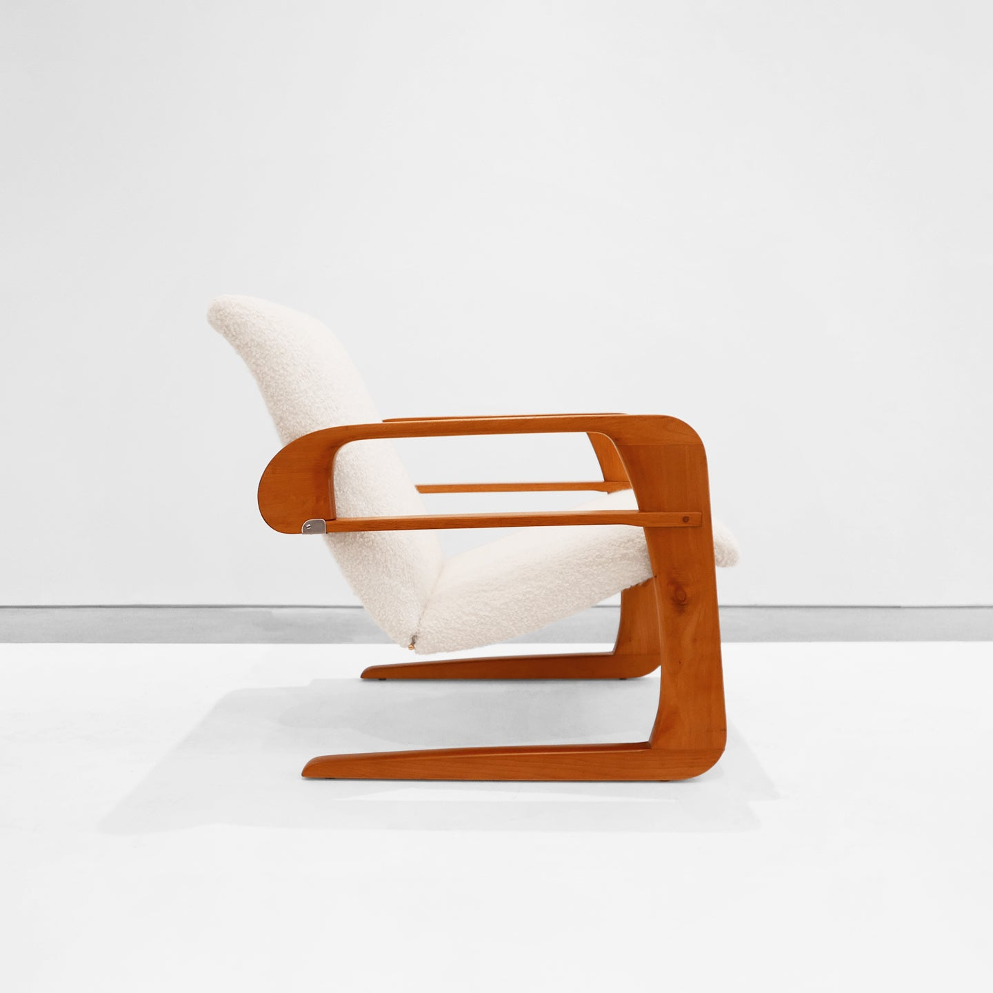The Airline Chair by KEM Weber. Photo © Peter Blake Gallery