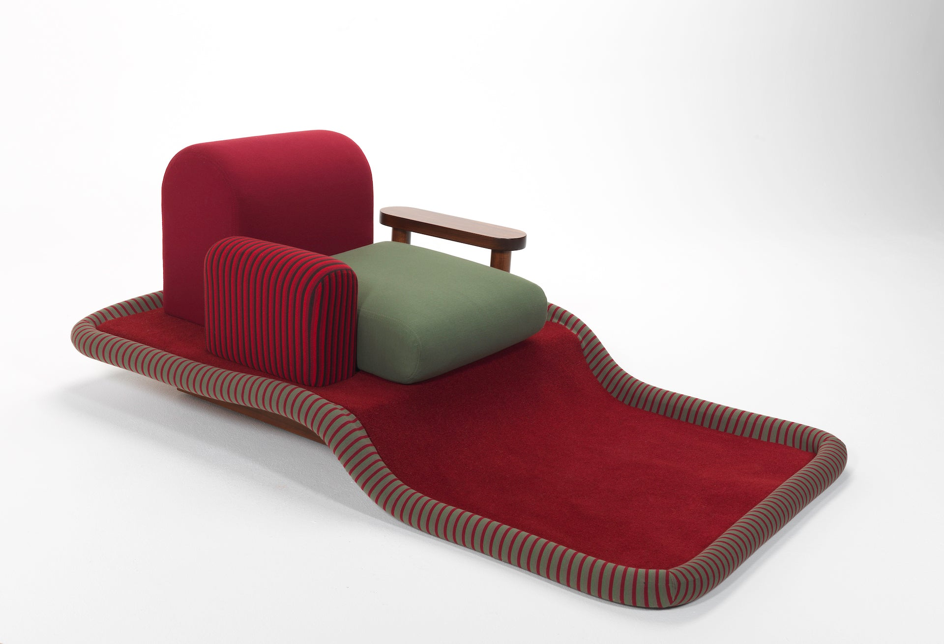 Flying Carpet Armchair by Ettore Sottsass, 1974; from the Centre Pompidou collection; on view now at Design Parade Toulon. Photo © Adagp, Paris; Centre Pompidou, MNAM-CCI/Philippe Migeat/Dist. RMN-GP