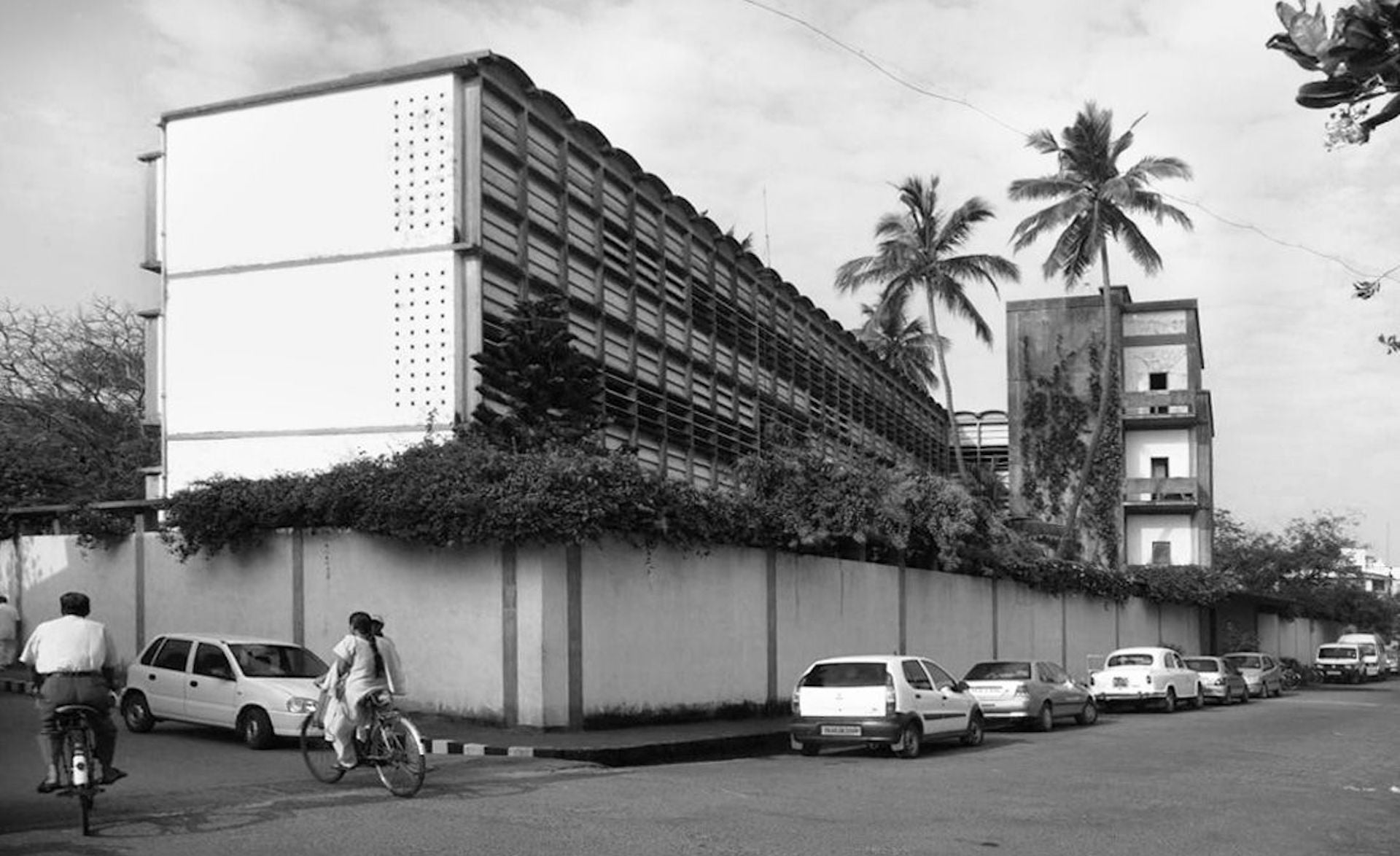 Sri Aurobindo Ashram in Pondicherry, designed by the Raymonds, construction overseen by Nakashima, completed 1945. Photo in public domaine