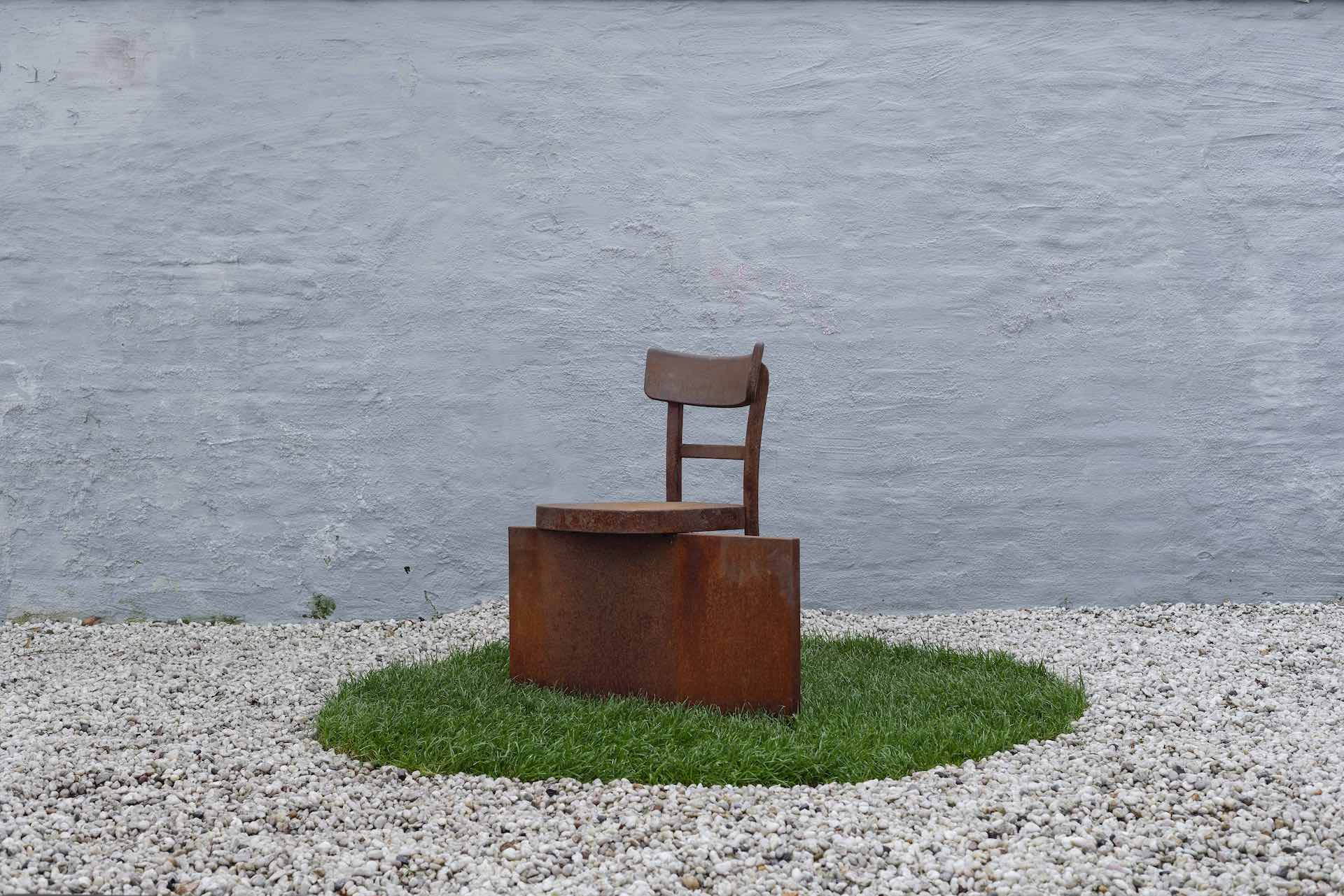 No Rest for the Rust Chair by Rolf Sachs, presented in Ammann's Between All Chairs exhibition in 2016. Photo © ammann//gallery